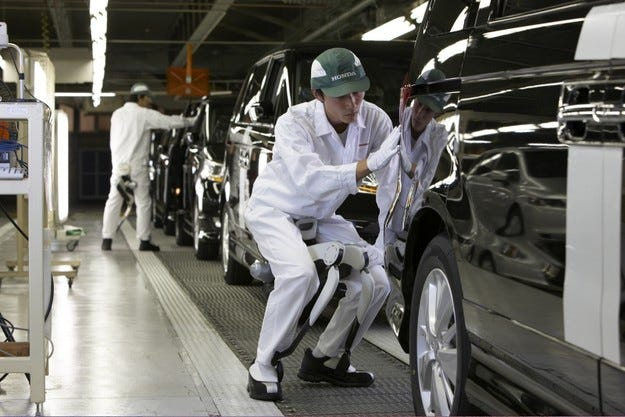 Автомобилните заводи в Япония продължават да не работят