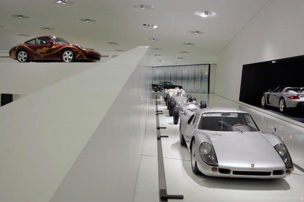 Видео: Валтер Рьол зад волана на Porsche Carrera 904
