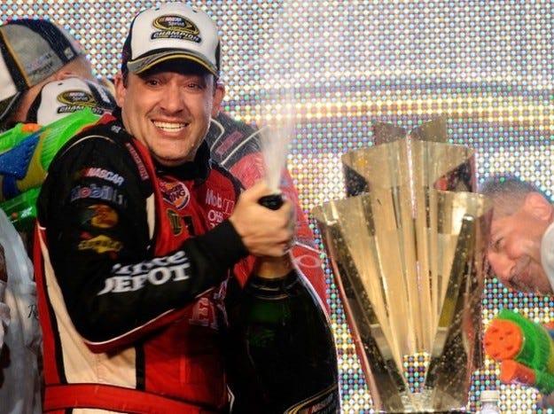 NASCAR: Тони Стюърт спечели титлата след инфарктен финал на сезона