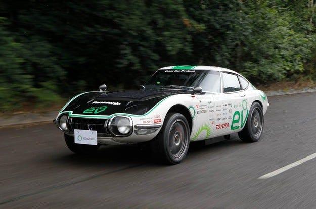 Toyota комбинира електродвигател с механична трансмисия