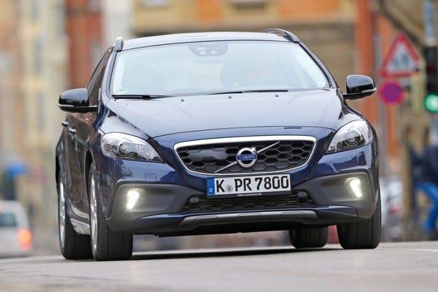 Volvo V40 Cross Country: Новият всъдеход с нов мотор