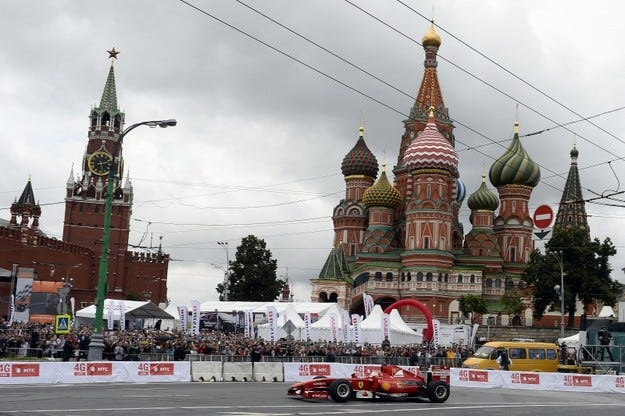 Кобаяши катастрофира по време на демонстрация в Москва