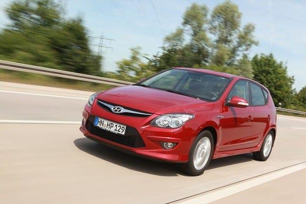 Hyundai привиква 81 000 автомобила с евентуални проблеми с ръчната спирачка