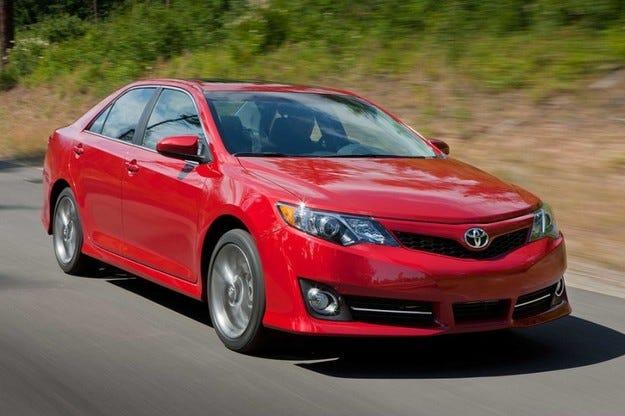 Toyota Camry: Отзоваване на 900 000 автомобила