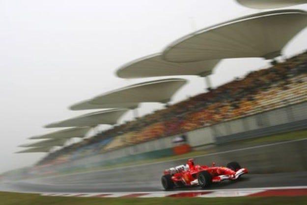 Буря помете пистата - домакин на Гран при на Китай