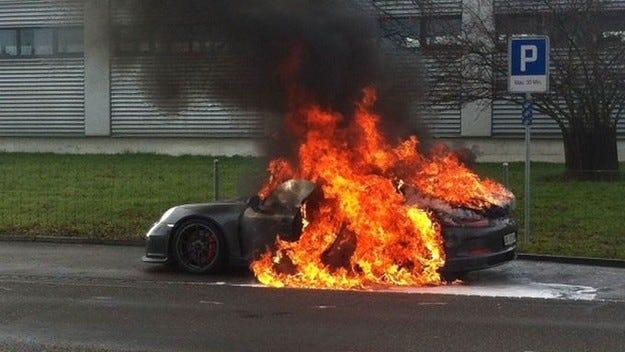 Porsche призовава всички собственици на  911 GT3