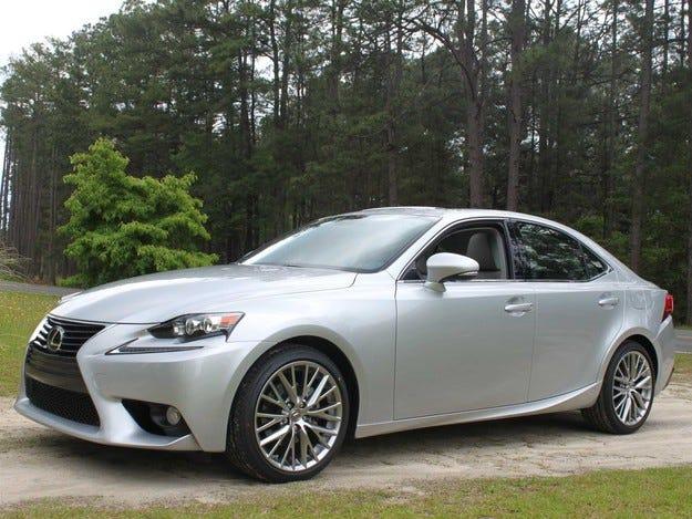 Вторият модел на Lexus с турбомотор ще бъде седанът IS