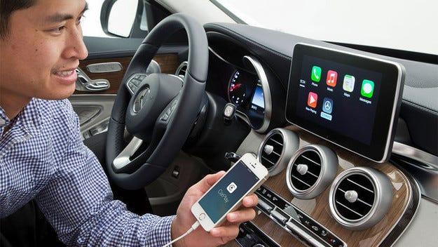 Мобилен телефон на волана