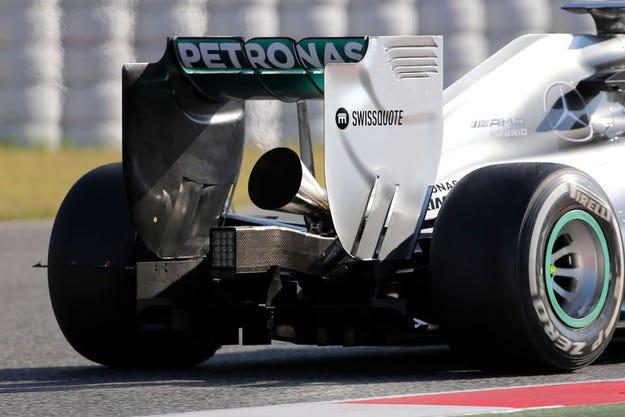Mercedes тества новите ауспуси