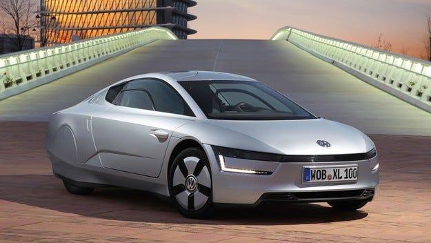 Volkswagen продаде първия екземпляр на хибридния XL1