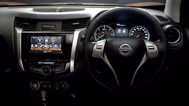 Nissan показа интериора на новия пикап Navara