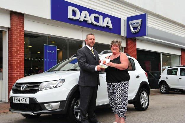 Dacia отбелязва клиент № 25 000 във Великобритания