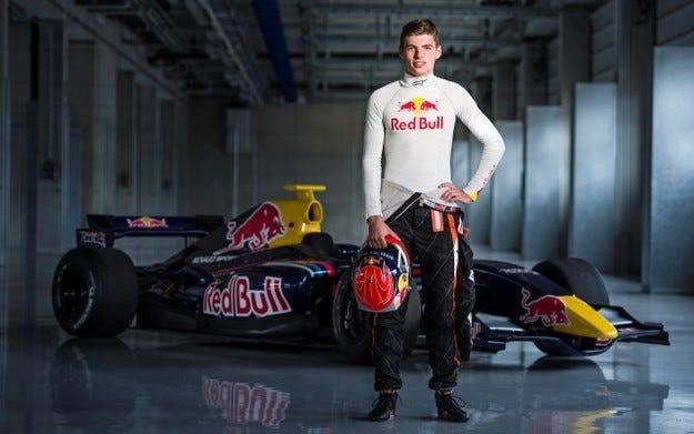 Верстапен подписа с Red Bull