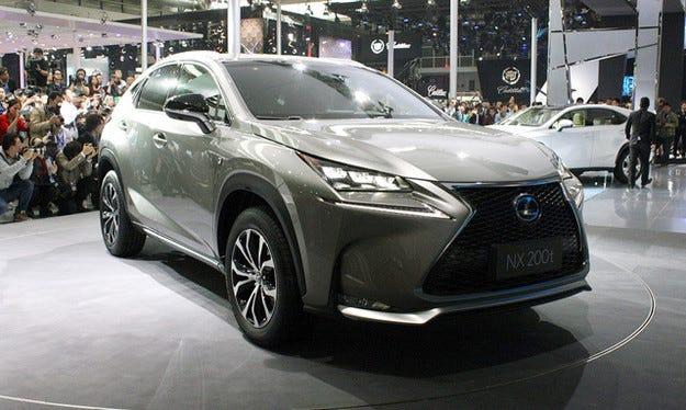 Първият Lexus NX слезе от конвейера в Япония