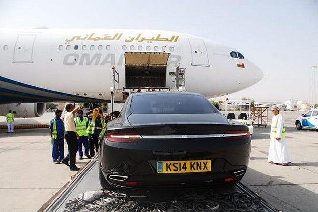 Британската компания Aston Martin показа седана Lagonda