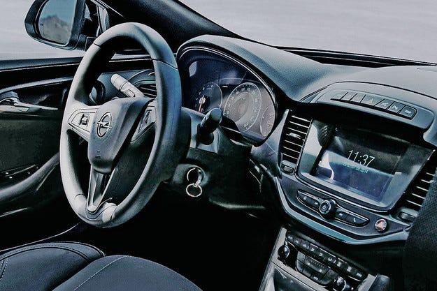 В мрежата се появиха снимки на салона на Opel Astra