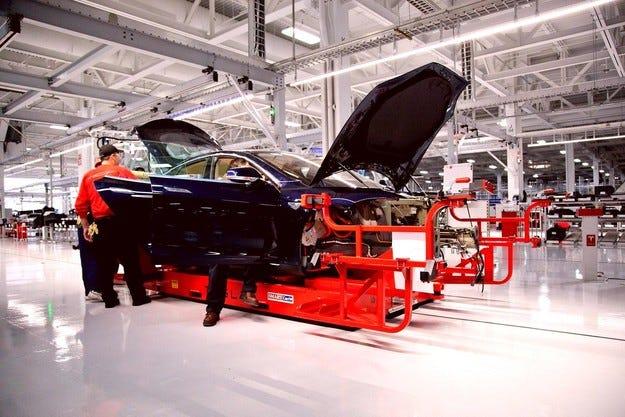 Daimler продава своя дял в американската Tesla