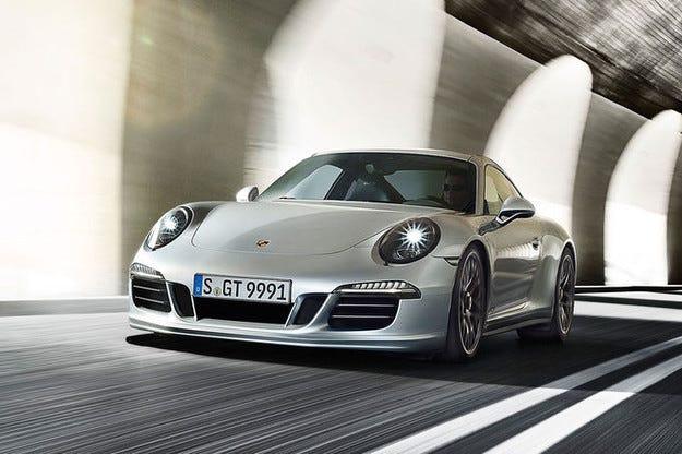 4428 автомобила Porsche отиват в сервиз