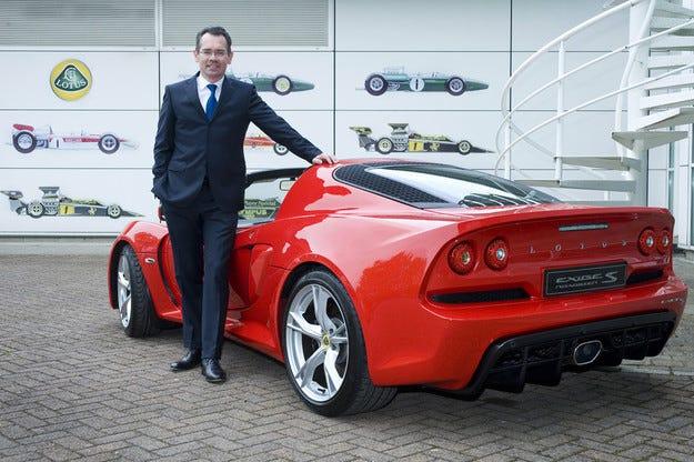 Шефът на Lotus увеличава дилърите, намалява разходите