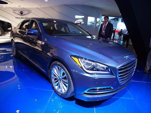 Hyundai Genesis получи две престижни награди