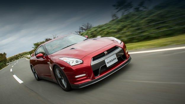 Nissan направи GT-R по-комфортен и по-устойчив