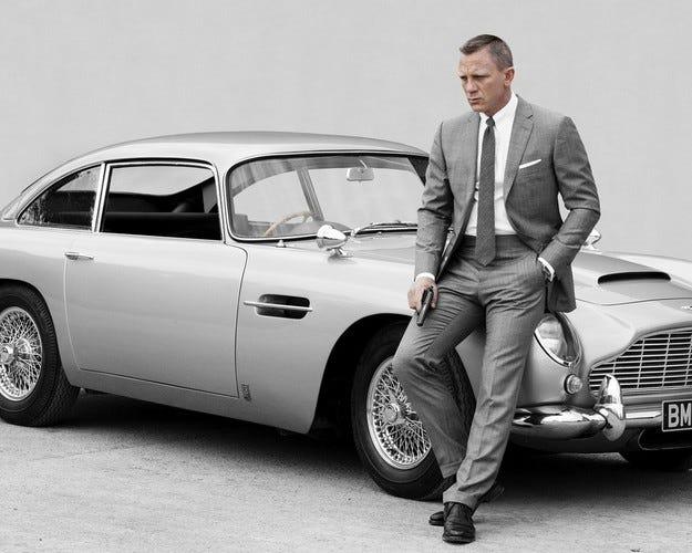 Джеймс Бонд изневерява на Aston Martin с Fiat 500