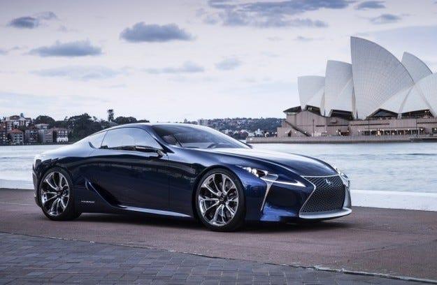 Lexus дава ново име на флагманския спортен модел