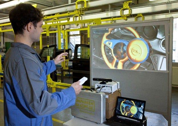 Служителите на Opel изучават конструиране чрез игри