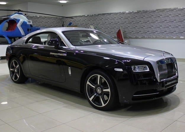 Rolls-Royce решава производството на SUV тази година