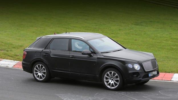 Разкриват първия кросоувър на Bentley чрез видео клип