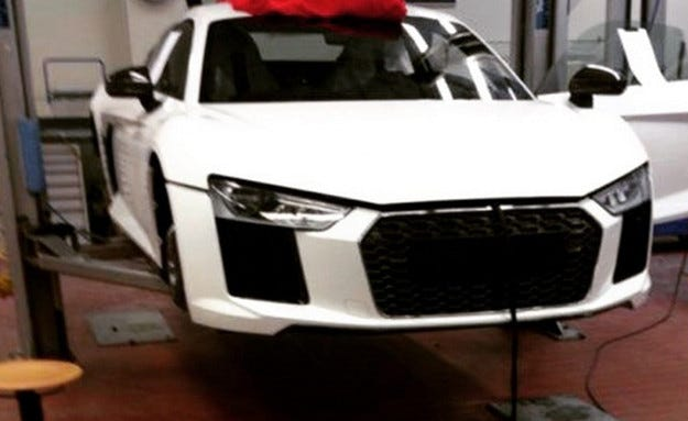 Появи се първата шпионска фотография на новия Audi R8