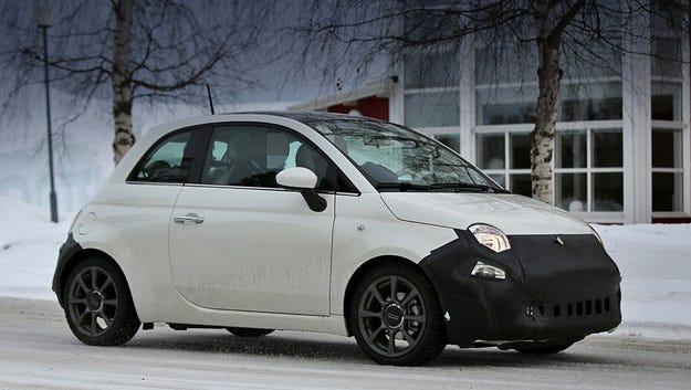 Обновеният Fiat 500 е издебнат по време на тестове