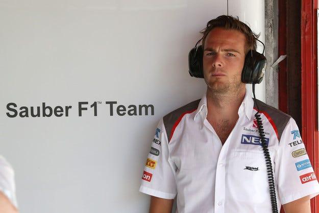Sauber плати обезщетение на ван дер Гарде