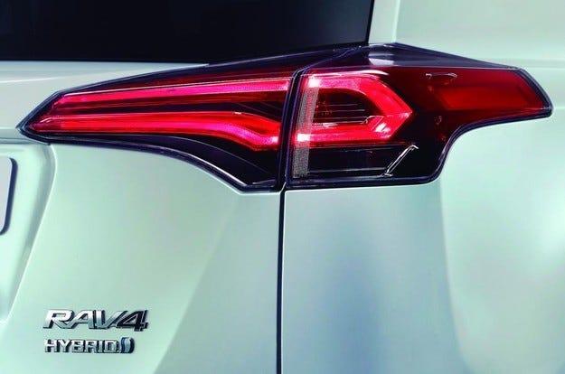 Представят хибридната версия на Toyota RAV4 след дни