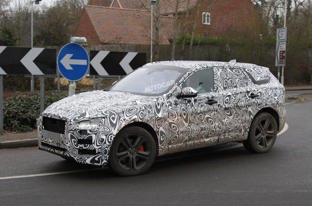 Jaguar ще покаже първия си кросоувър през септември