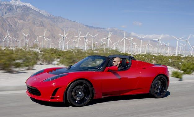 Tesla увеличава автономния пробег на модела Roadster