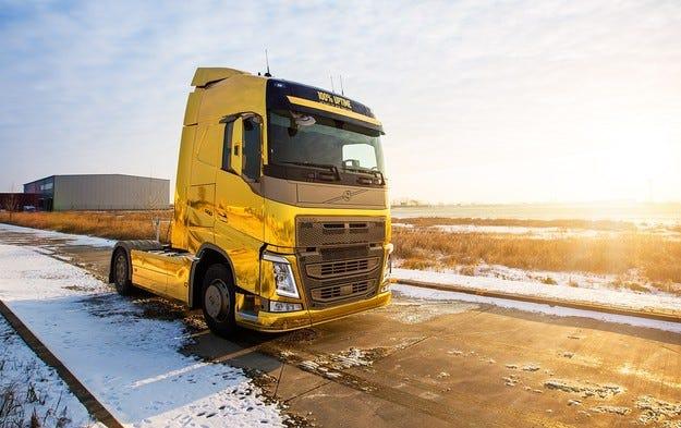 Златен камион Volvo пристига за Truck Show в Лесново