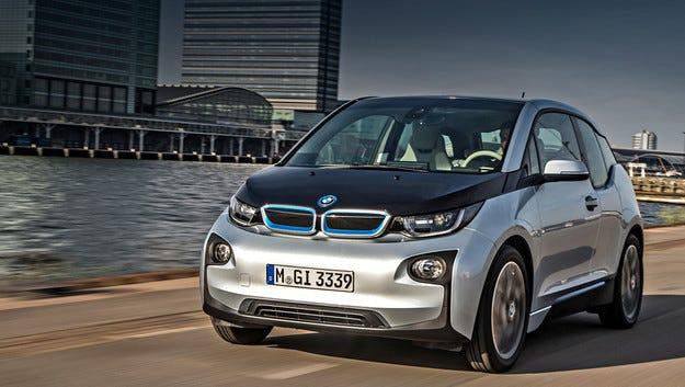 Електромобилът BMW i3 сам си намира място за паркиране