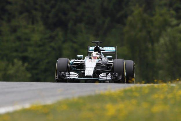 Гран при на Австрия: Завъртане и полпозишън за Хамилтън
