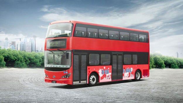 Двуетажният лондонски автобус минава на ток