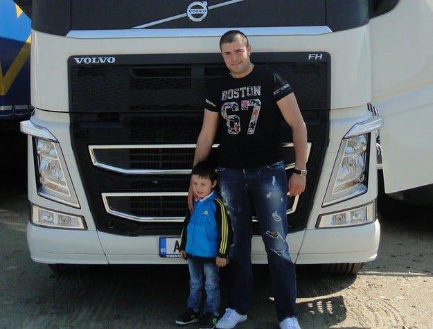 """Бургазлия с наградата от """"Влез в историята на Volvo"""""""