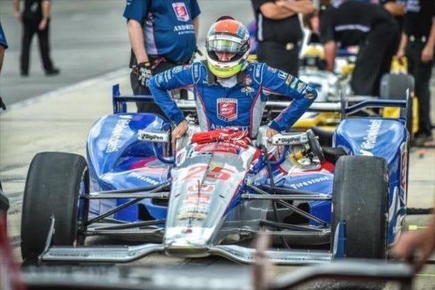 Уилсън е в кома след инцидент в предпоследния кръг на IndyCar