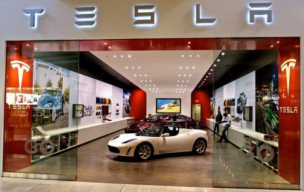 Американската компания Tesla откри първия си завод в Европа