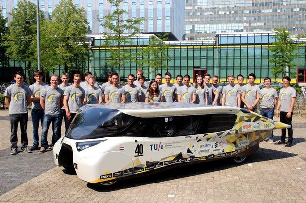 TNT достави соларен автомобил за World Solar Challenge
