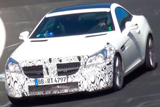 Тестват обновения Mercedes SLK на Нюрбургринг (видео)