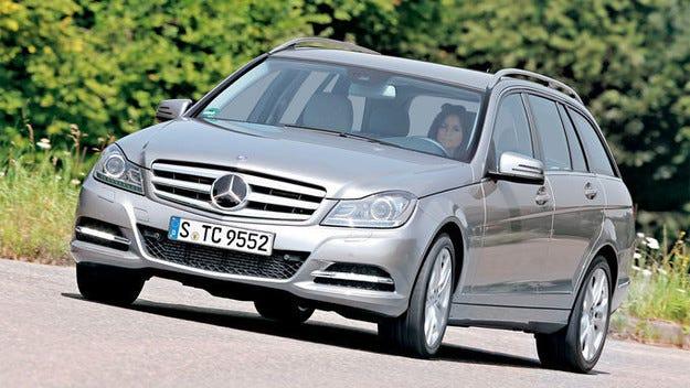 Ревизия на Mercedes C-класа: Еърбег може сам да се отвори