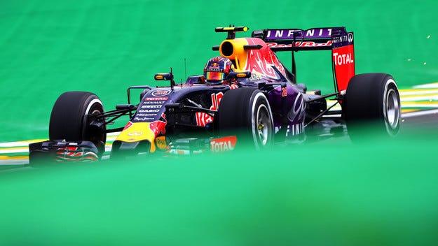 Red Bull се връща към стария двигател на Renault