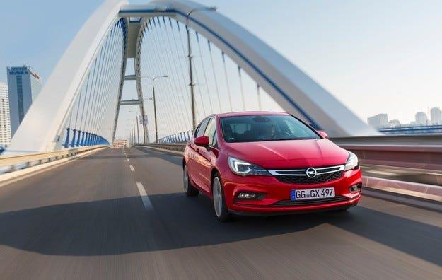 Новият Opel Astra се представя отлично на краш тестовете