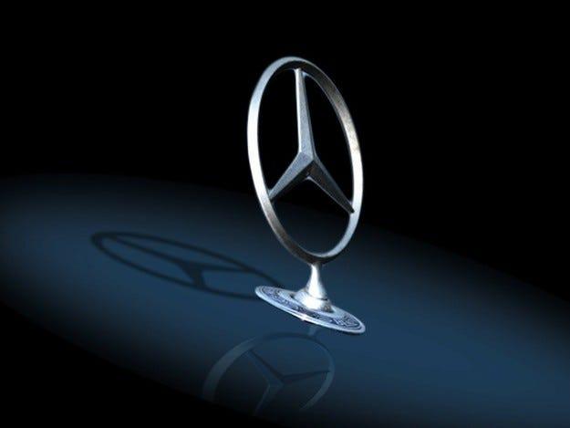 Издебнаха Mercedes-Benz S-класа без камуфлаж (видео)