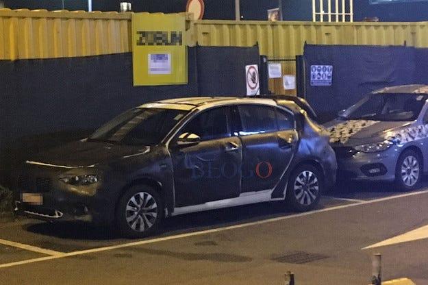 Засякоха за първи път хечбека Fiat Tipo на пътни тестове